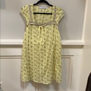Adorable smock yellow and taupe casual dress.